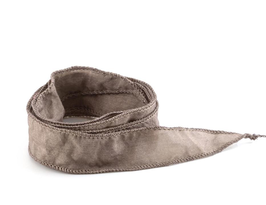 Handgefertigtes Habotai-Seidenband Dunkeltaupe handgenäht handgefärbt
