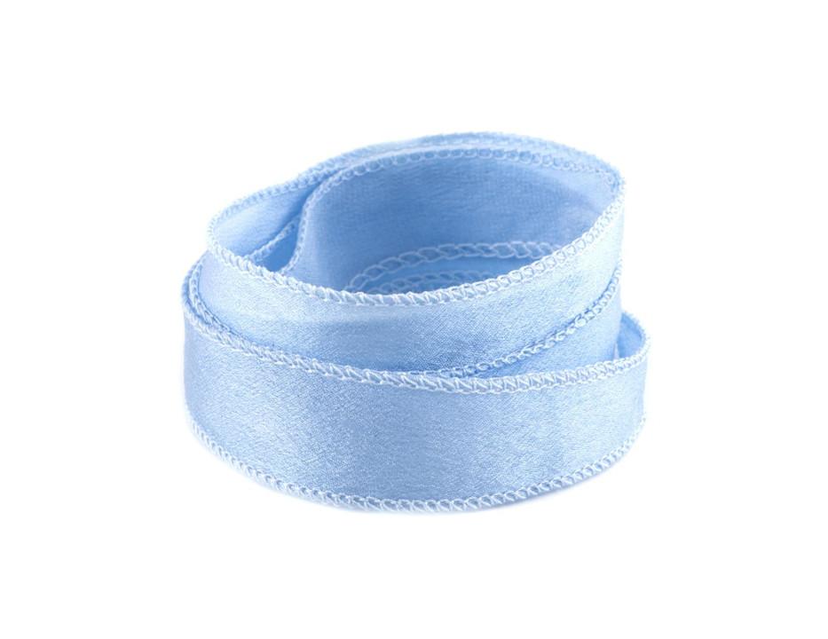 Crêpe Satin Seidenband Hellblau handgenäht handgefärbt